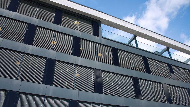 Utvendige persienner - Prosjekt AkerDesign hovedkontor - Arkitekt Vegar Aker